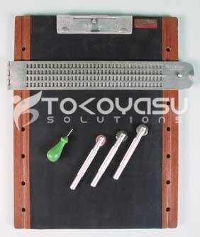 Braille Writing Diagram Slate with Spur wheel sets on Rubber Mat